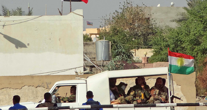 Kerkük'te Irak merkezi hükümetine bağlı polisler ve Peşmerge güçleri