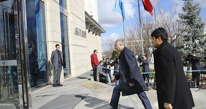 Başbakan Binali Yıldırım, AK Parti hükümetleri döneminde bakanlık görevinde bulunan isimleri Genel Merkez'de düzenlenen kahvaltıda ağırladı.