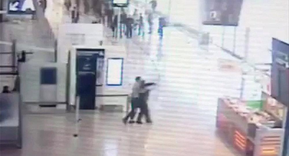 Orly Havalimanı'ndaki saldırının görüntüleri
