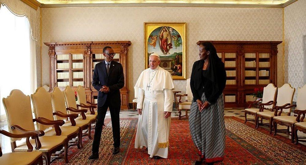 Papa Francis - Paul Kagame