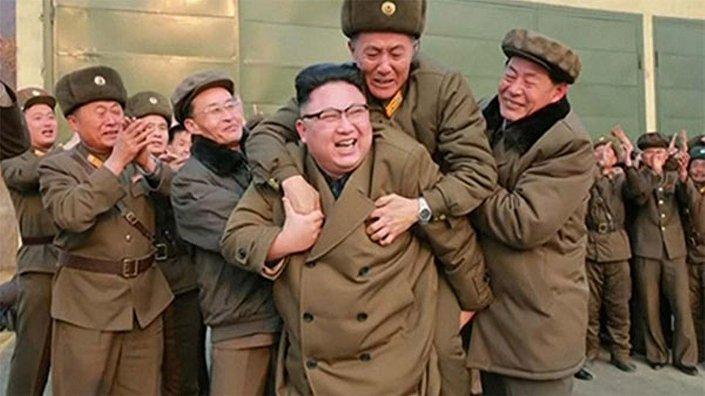 Yeni nesil roket motoru denemesi sonrası Kuzey Kore lideri Kim Jong-un'un sevinci