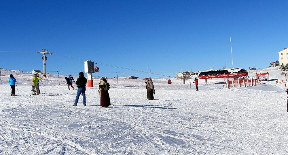 Erciyes dağında kayak tesisi