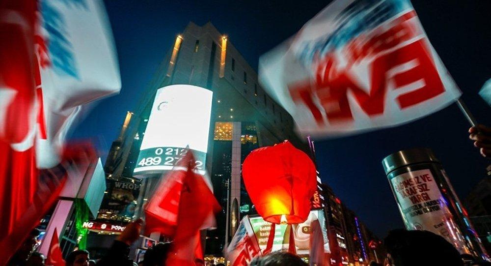 AK Parti'den lazerli Evet kampanyası