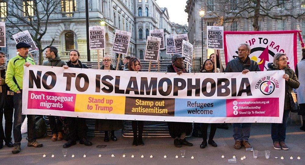 Londra'da 'nefrete karşı birliktelik' eylemi düzenlendi.