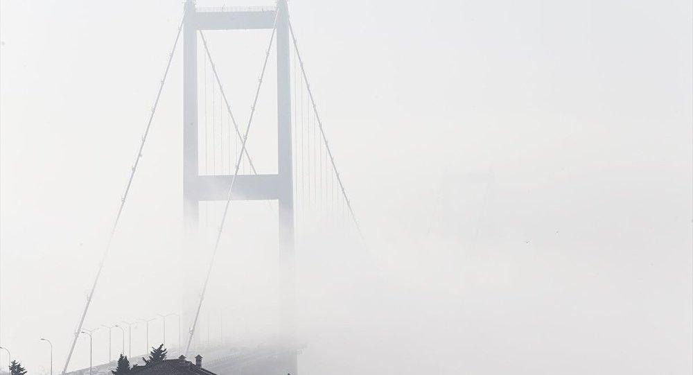 İstanbul'da etkisini gösteren sis, ulaşımda aksamalara neden oldu