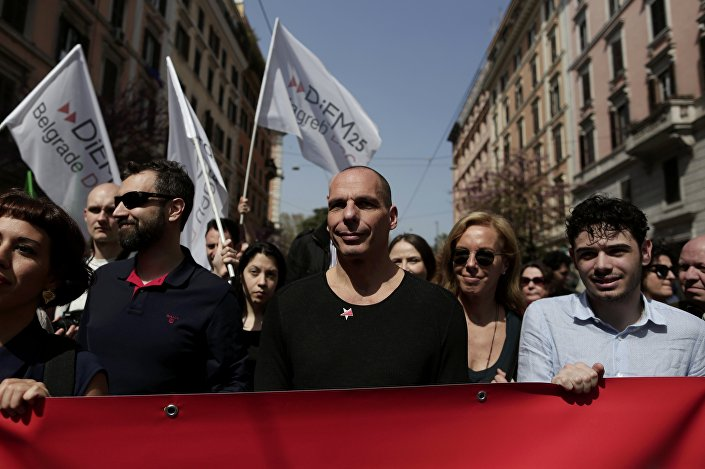 Roma'daki zirve esnasında protesto gösterilerinin yanı sıra AB'ye destek yürüyüşleri de yapıldı. Bu yürüyüşlerden birinde AB ile anlaşamadığı için istifa eden eski Yunanistan Maliye Bakanı Yannis Varufakis de vardı.