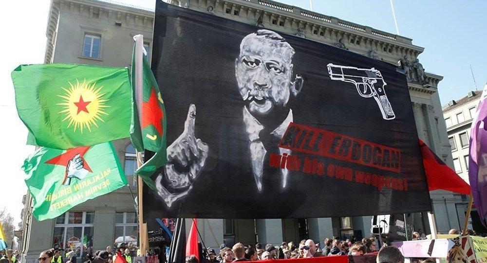 Bern - miting - Erdoğan posteri