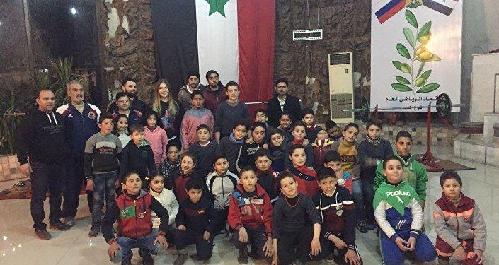Maryana Naumova Suriyeli çocuklarla