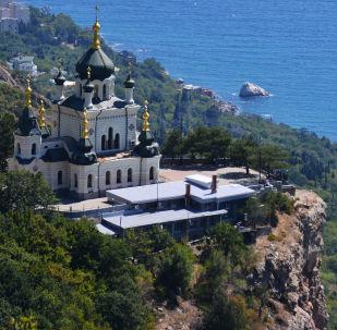 Foros kasabası yakınlarındaki Kızıl Kaya üzerinde bulunan Mesihin Dirilişi Kilisesi