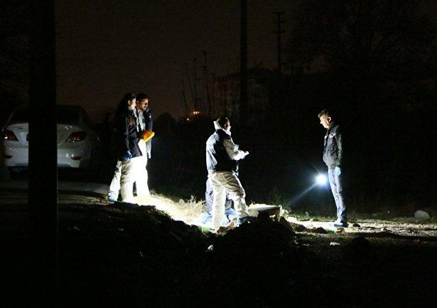 İzmir'de otomobil ve çöp konteynerinde patlama