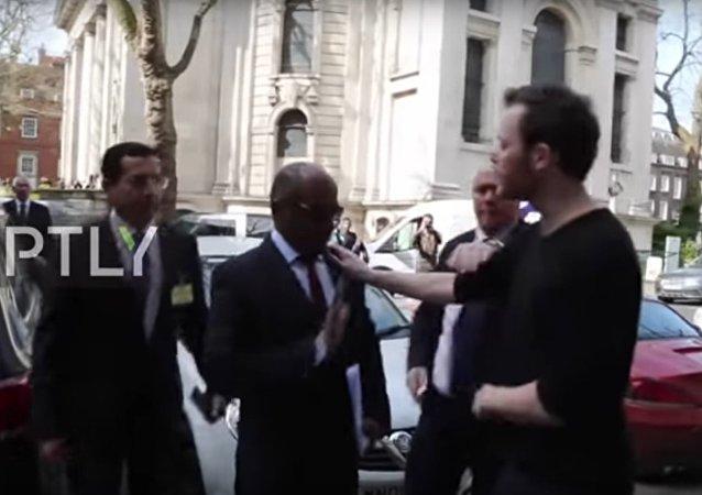 Suudi Tümgeneral Ahmed Asiri, Londra'da protesto edildi