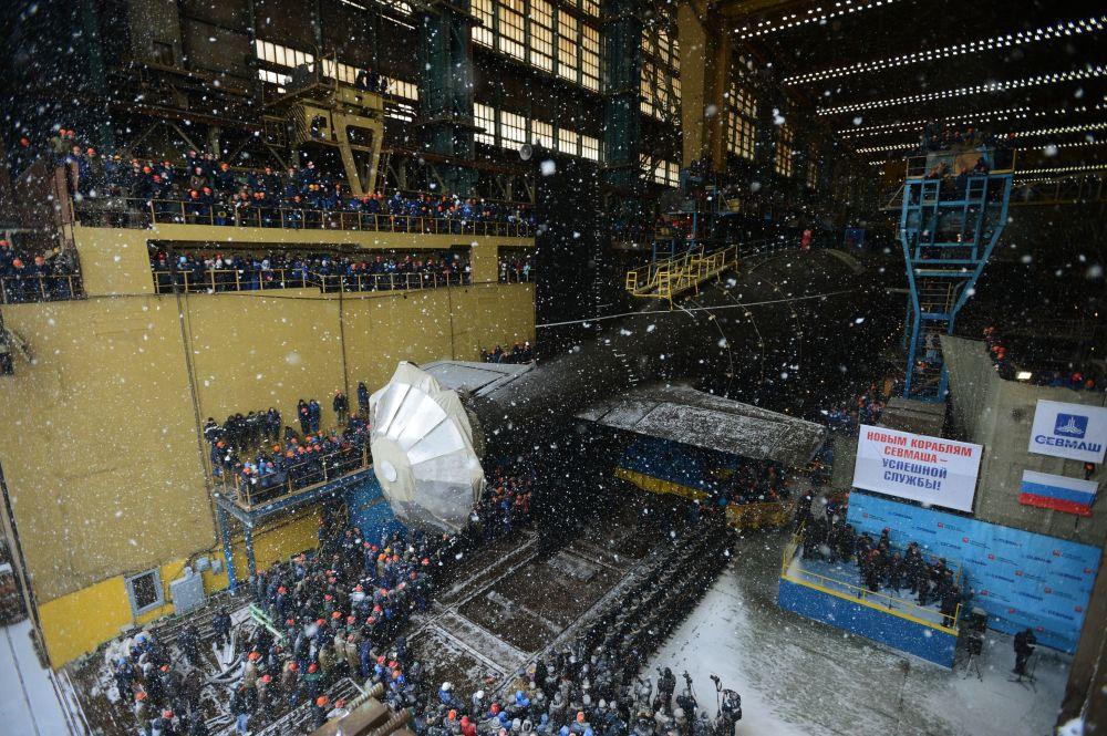 Dördüncü nesil taaruz denizaltısı Kazan, 13 bin 800 ton ağırlığında ve 119 metre uzunluğunda. 520 metrelik derinliğe inebilen denizaltı, saatte 31 deniz mili hızına ulaşabiliyor.