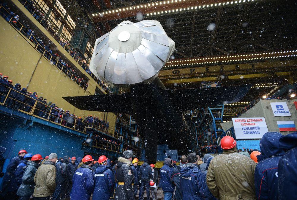 Önceki denizaltı nesillerine göre daha yüksek muharebe ve daha düşük gürültülü motor sistemine sahip Kazan, testlerin tamamlanmasının ardından 2018'de Rus donanmasının hizmetine girecek.