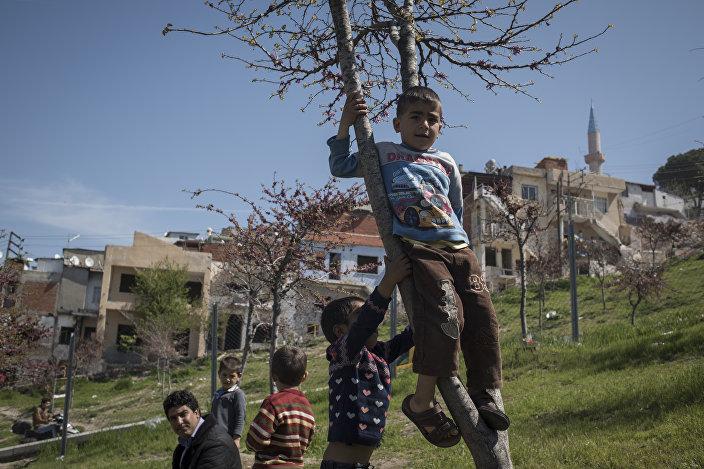 Halep'ten gelen Haşim ailesi Kadifekale'de yaşıyor.