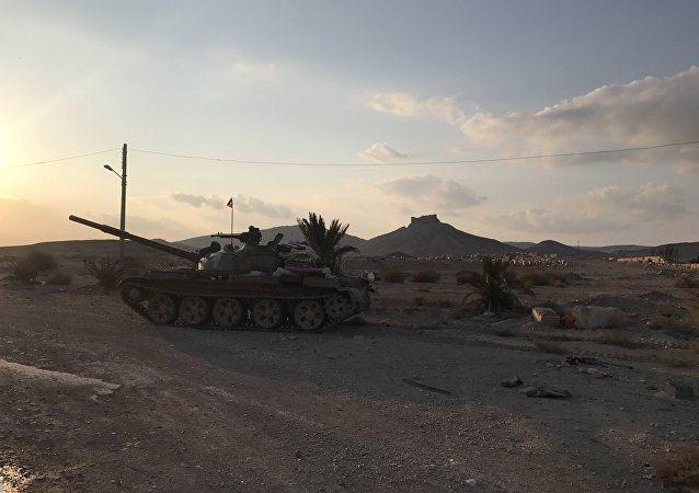 Palmira'da bir Rus T-62 tankı