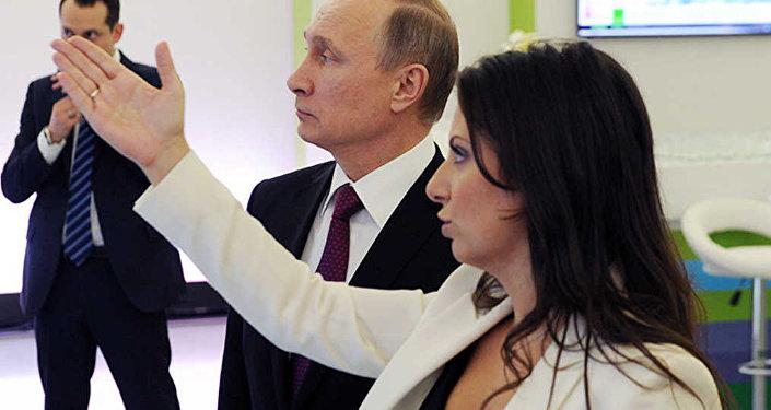 Rusya Devlet Başkanı Vladimir Putin ile Sputnik ve Russia Today Genel Yayın Yönetmeni Margarita Simonyan'
