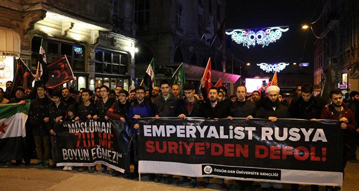 Rusya'nın İstanbul Konsolosluğu önünde protesto gösterisi
