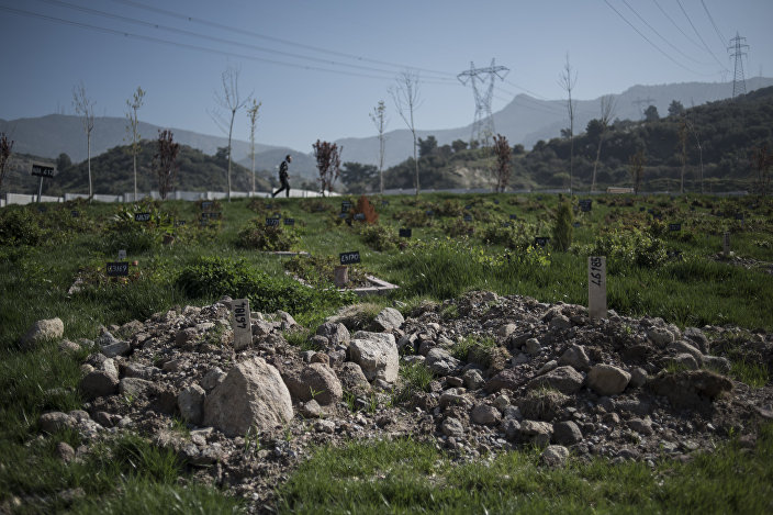 İzmir Doğançay Mezarlığı'nın kimsesizler için ayrılan bölümünde bir 'Mülteci Mezarlığı' bulunuyor