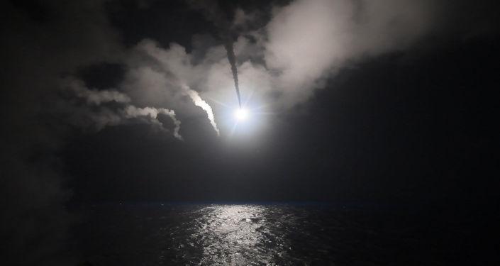 Ракетный обстрел с американского эсминеца USS Porter по сирийской авиабазе в Средиземном море