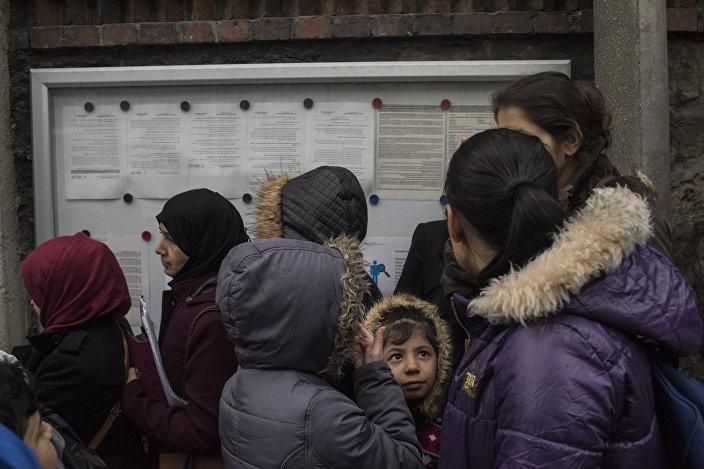 Almanya'nın İstanbul Başkonsolosluğu, Suriyelilerin vize başvurusu için ayrı bir bölüm oluşturmuş. Suriyeli sığınmacılar, burada vize başvurularını yapıyor.