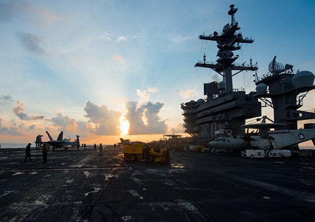 ABD Donanması'na ait USS Carl Vinson uçak gemisi
