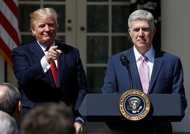 Donald Trump ve Neil Gorsuch