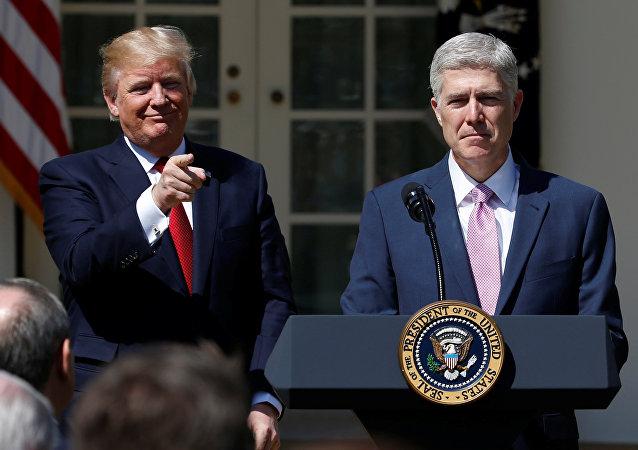 Donald Trump ve Neil Gorsuch