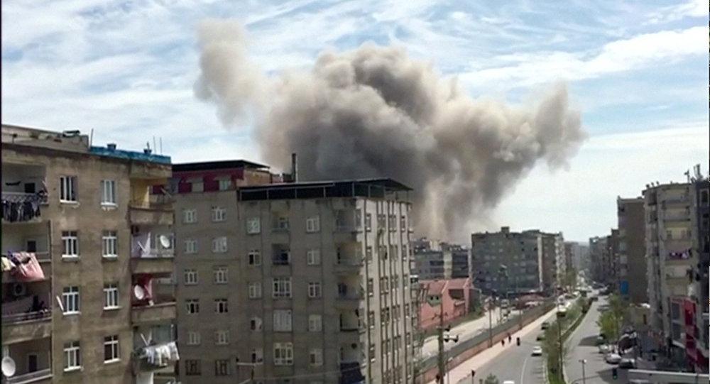 Diyarbakır'daki patlamada hayatını kaybedenlerin sayısı 3'e yükseldi