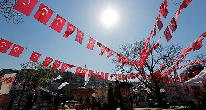 İstanbul'da partilerin referandum standları