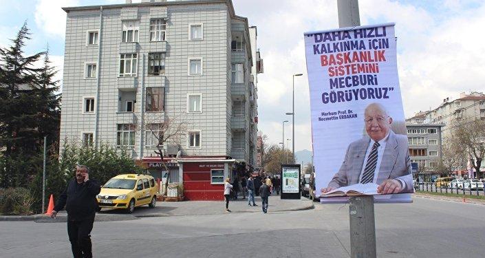 Tartışma yaratan Erbakan afişleri