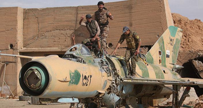 IŞİD'den alınan Tabka Askeri Havaalanı'nda DSG güçleri
