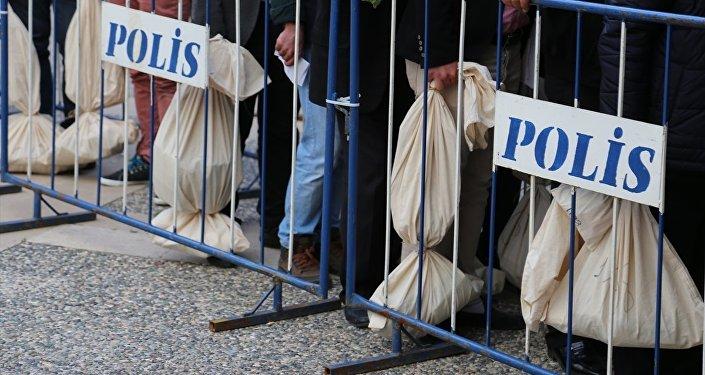 Oy pusulaları seçim kurullarına teslim edildi.