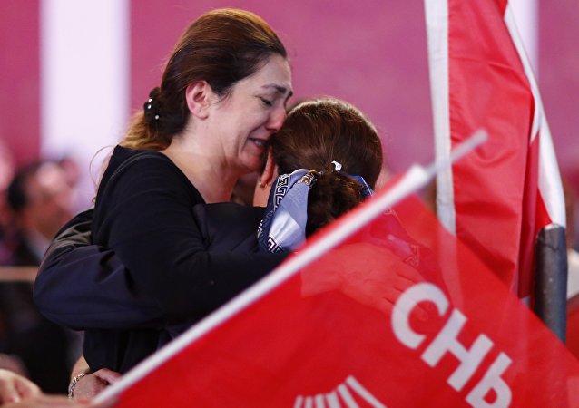 Almanya'da yaşayan Türkiye vatandaşı CHP'liler, seçim sonuçlarını parti temsilciliğinde takip etti