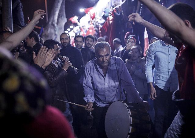 Erdoğan'ın evinin olduğu Kısıklı'da davullu- zurnalı kutlama
