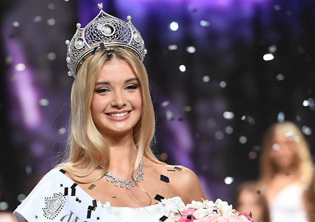 Rusya'nın Sverdlovsk bölgesinden 21 yaşındaki Polina Popova, Miss Russia 2017 (Rusya Güzeli) yarışmasında tacın sahibi oldu.