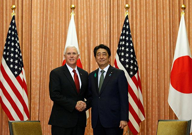 ABD Başkan Yardımcısı Mike Pence ve Japonya Başbakanı Şinzo Abe
