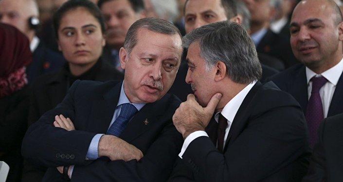 Cumhurbaşkanı Recep Tayyip Erdoğan, Cumhurbaşkanlığı Abdullah Gül Müze ve Kütüphanesi'nin açılış törenine katıldı. Cumhurbaşkanı Erdoğan, 11. Cumhurbaşkanı Abdullah Gül ile sohbet etti.