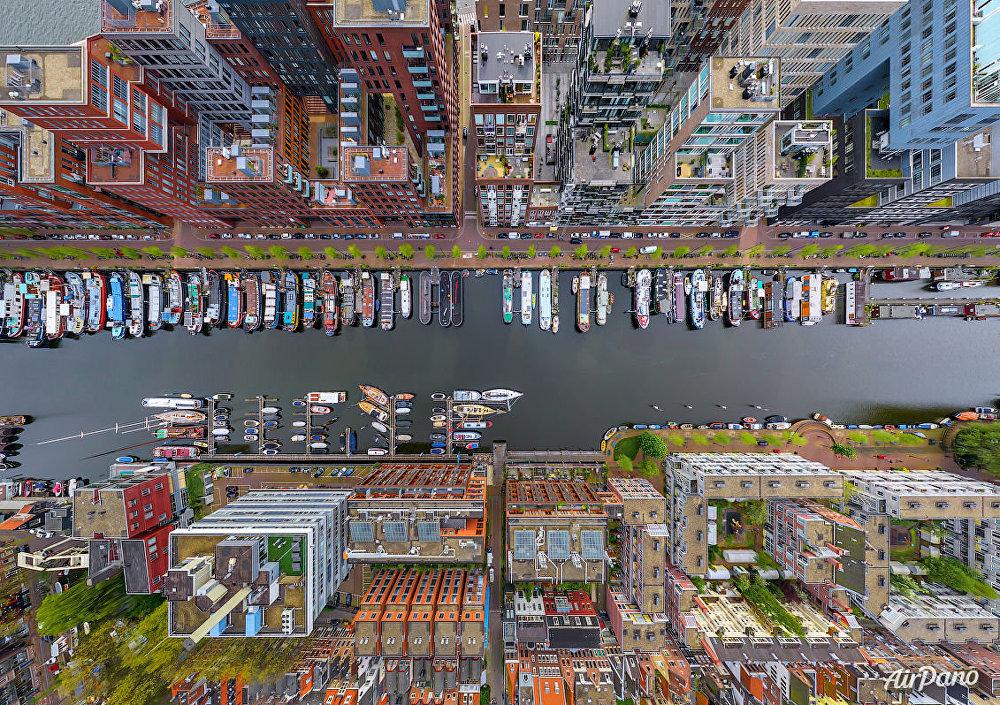 Hollanda'nın başkenti Amsterdam'ın Westerdok bölgesi.