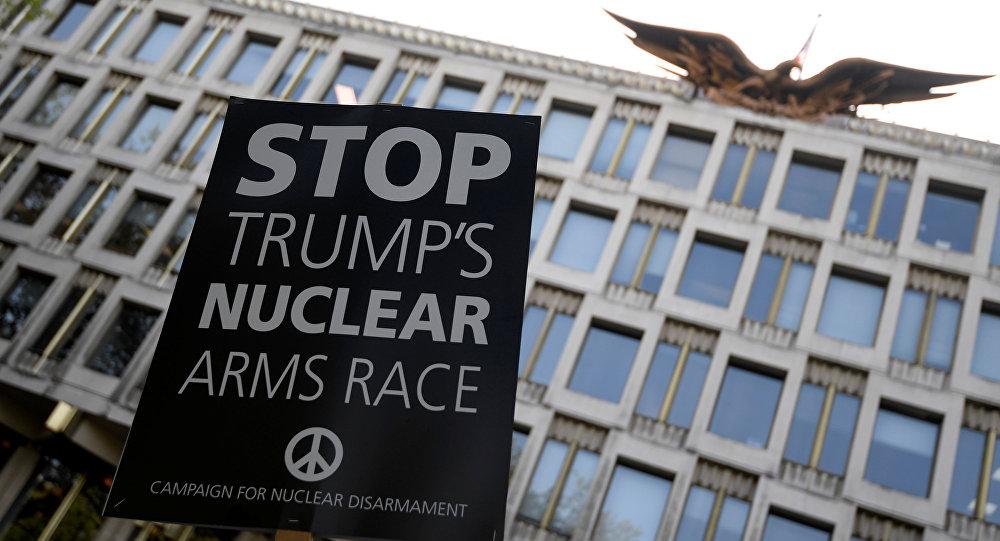 Londra'da ABD saldırıları protesto edildi