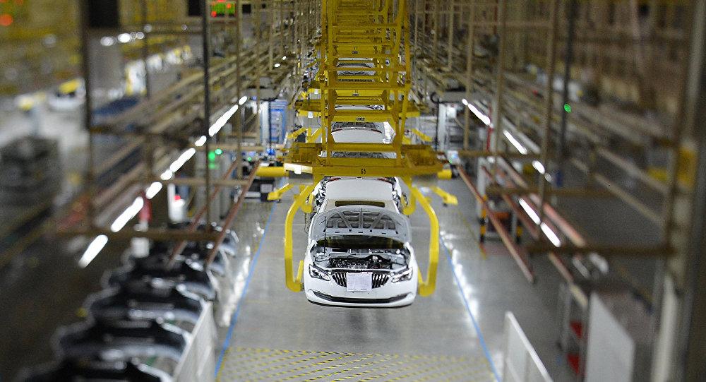 General Motors'a ait bir otomobil fabrikası