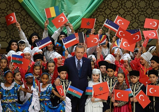 Cumhurbaşkanı Recep Tayyip Erdoğan, Cumhurbaşkanlığı Külliyesi'nde 39. TRT Uluslararası 23 Nisan Çocuk Şenliği'ne katılan çocukları kabul etti