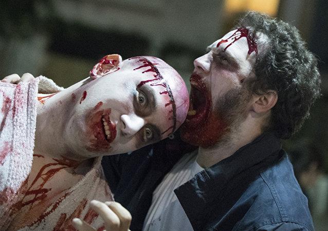 İsrail'deki Purim kutlamalarında zombi kılığına giren katılımcılar