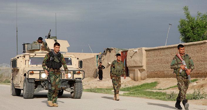 Afganistan'ın Mezar-ı Şerif kenti yakınlarında Afgan askerler