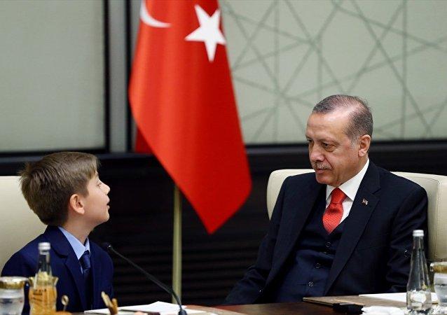 Cumhurbaşkanı Recep Tayyip Erdoğan ve 10 yaşındaki Yiğit Türk - 23 Nisan