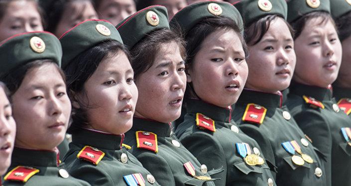 Kuzey Koreli kadın askerler