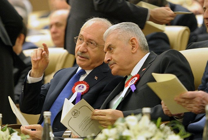 Törene Cumhurbaşkanı Recep Tayyip Erdoğan, Başbakan Binali Yıldırım ve CHP Genel Başkanı Kemal Kılıçdaroğlu da katıldı.