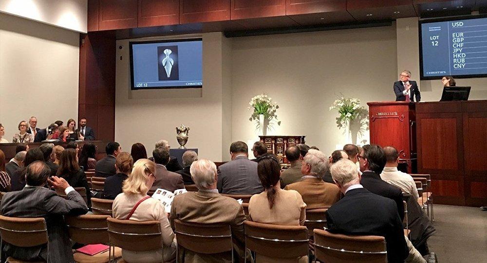 Türkiye'den ABD'ye götürülen 'Guennol Yıldız Avcısı' heykeli 14.5 milyon dolara satıldı