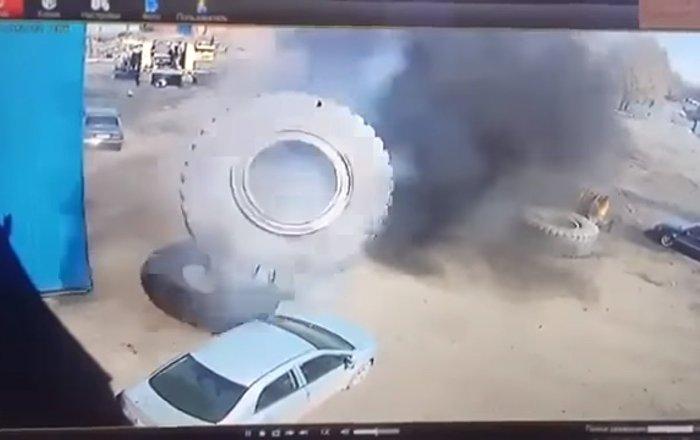 BelAz tekeri otomobili böyle ezdi / Video haber