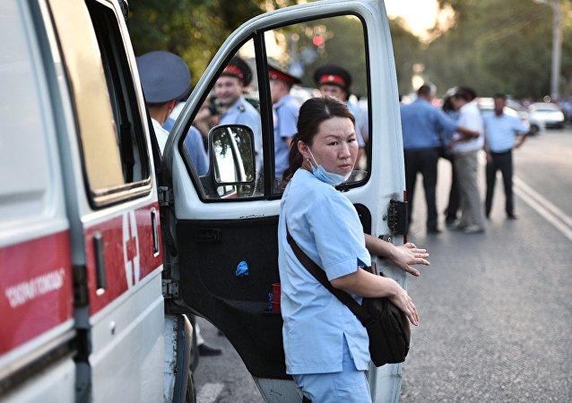 Kırgızistan'da sağlık personeli (Arşiv)