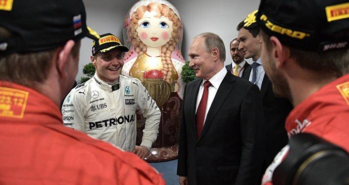Rusya Devlet Başkanı Vladimir Putin - Fin pilotu Valtteri Bottas